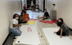 StuCo Makes signs for homecoming